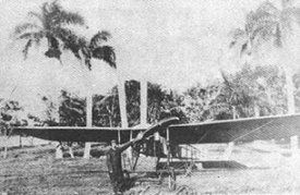 Rosillo and her Bleriot-XI and the Cubans Palms. Photo from La aviacion civil en Cuba