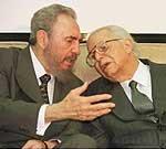 Fidel Castro no pudo convencer a Joaquin Balaguer por la via diplomatica. Foto AP de 1999